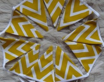 Garland of 10 pennants in cotton and polyester herringbone yellow and white canvas