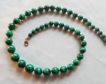 Malachite beaded necklace in fall individual knots between each bead