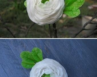 White hair flower Wedding hair clip Floral hair accessory Bridesmaid hair piece White flower hairpiece White bridal hair flower Ranunculus