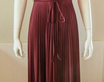 Vintage 1970s Maxi Dress Evening Gown Bridesmaid Party Accordion Fabric Burgundy Size 7/8