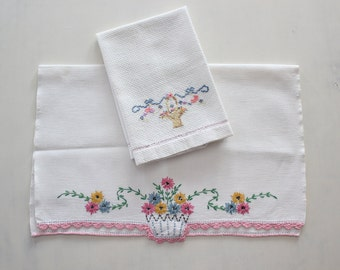 Vintage Embroidered Hand Towels Guest Towels Flower Baskets Set of Two