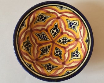Crafted small plate (pottery)