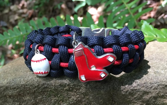 Red Sox Paracord Bracelet, with 2 enamel silver charms and a stainless steel silver metal center release buckle