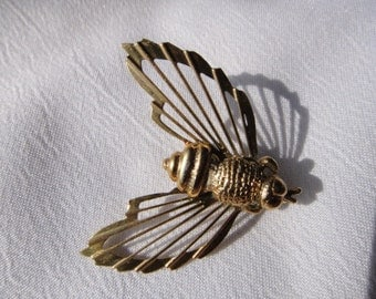Gold Bee Pin Winged Figural Vintage Brooch Large Bee