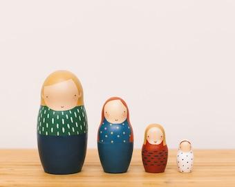 READY TO SHIP/Set of 4 Matryoshka dolls/Nesting dolls/Russian matryoshka/Wooden dolls/Matryoshka dolls family