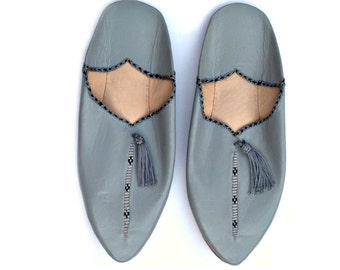 Moroccan Leather Babouches. Grey Leather Babouches. Grey Slippers. Moroccan Leather Slippers. Women Slippers. Ethnic Slippers. Chaussons.