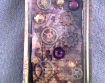 Steampunk Tiny Gears and Crystals Pendant