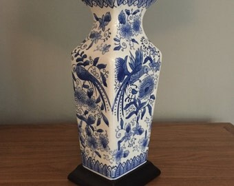 Vintage Blue and White Chinoiserie Ceramic Table Lamp