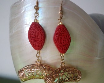 "Earrings "" Chinoiserie "" in Chinese cinnabar red"