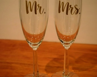 Champagne Flutes,  Mr And Mrs Champagne Flutes, Wedding Gift, Toasting Flutes, Mr And Mrs Gift, Champagne Flute, Wedding Gifts, Champagne