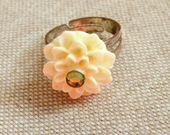 Pretty ring retro unbleached flower