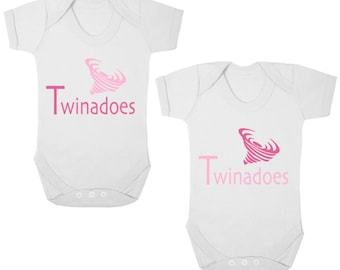 TWINADOES    -    New Funny TWIN Baby Bodysuits/Baby Grows Rompers/Vests/Onesies/All-In-Ones, Newborn Gift, Christening Present, Baby Shower