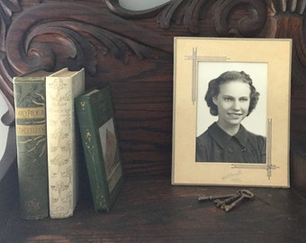 Antique 5x7 photo of a woman from the 1900s in a 7-1/2 X 9-1/2 commercial  frame