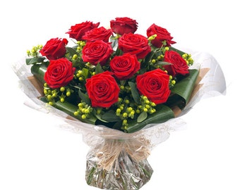 bouquet of 12 roses natural fresh.