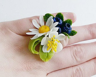 daisy ring blueberries, ring with berries, keramichekaya floristry, cold porcelain, polymer clay, berry ring