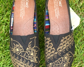 Mehndi design black and gold Toms Shoes