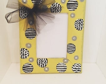 Black and yellow picture frame