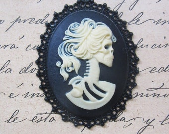 Resin Skull Cameo pendant Lady 30 x 40 mm-dark gothic with chain