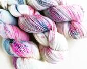 pop rocks / hand dyed yarn / speckle yarn / superwash merino wool sock yarn / single yarn / fingering yarn / white green turquoise pink yarn