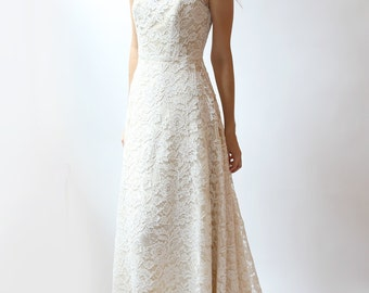 Ivory Lace Wedding Gown with Scoop Neck--Sample sale--NEW--Size 2