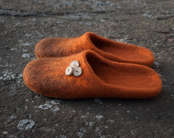 Cozy and soft natural wool slippers Bright Cinnamon colour with brown ombre effect Slide-on slippers Handmade valenki