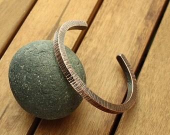 """Square copper cuff, 6 mm hammered cuff, bark cuff, bark jewelry, rustic cuff, unisex cuff, tree bark jewelry, copper jewelry   - 6.9"""""""