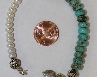 Blue Magnasite Rondell and fresh water pearl charm bracelet
