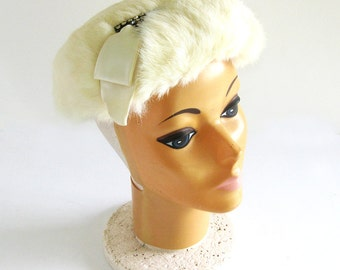1950s White Fur Hat with Rhinestone Embellishment / Cap for Bride / Retro Wedding