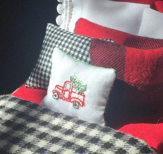 Miniature Handmade Miniature Dollhouse Embroidered Truck and Christmas Tree Pillow-1:12 scale Free Shipping