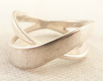 Size 7.5 Vintage Sterling Openwork Wrapped Band Ring