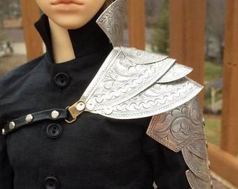SD13/17 Layered Metal Pauldron With Attached Upper Arm Guard