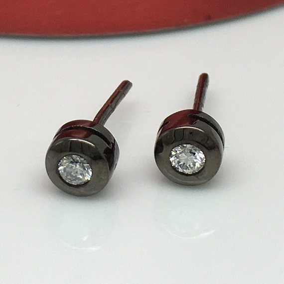 real diamond stud earrings for men mens diamond studs by. Black Bedroom Furniture Sets. Home Design Ideas