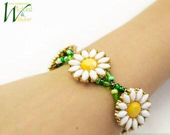 DAISY CHAIN Bracelet -- Green Beaded Daisy Bracelet, Flower Bracelet, Spring Jewelry, Spring bracelet, Daisy bracelet, spring gifts for her