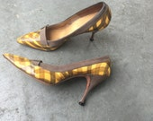 6N Shoes / Vintage 1950's Heels / Sexy Secretary Patent Leather Pumps / Pointed Toes / Yellow and Gray