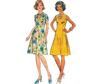 Simplicity 5678 Princess Dress Pattern with Keyhole Neckline Size 14 Bust 36 inches