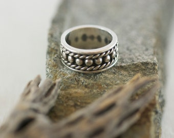 Vintage Mexican Sterling Silver Intricate Detail Band Ring US 7.5  .....5153