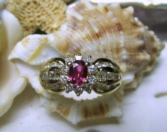 18k Solid Gold Ruby and Diamond Ring 1.35cttw 4.28g Size 7