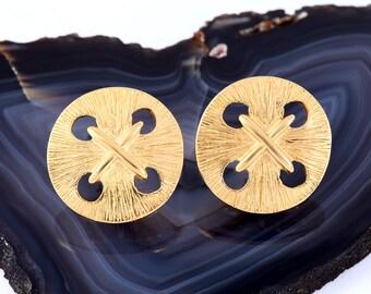 VINTAGE TRIFARI EARRINGS, Clip On, Button, Round, Gold Tone, Retro, Trifari Tm, Jewelry
