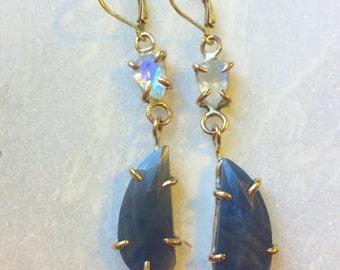 MOONSTONE//SAPPHIRE & GOLD earrings