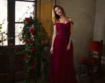 Dark Red dress in tulle and flowers appliques
