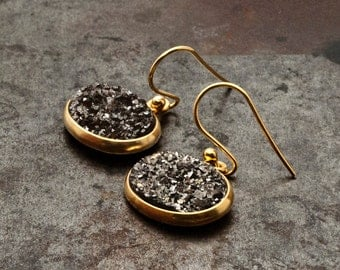Grey Druzy Gold Earrings, Sparkly Druzy Agate, Glitter Silver Grey Drop Earrings, Druzy Gemstone Bridal Gold Earrings, Sparkle Druzy Jewelry