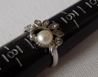 """Vintage ring, """"Avon"""" ring, crystal and faux pearl floral ring, dinner ring,size 7 ring"""