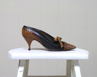 Vintage 1950s Shoes / 50s Two-Toned Black Brown Leather Cap Toe Spectator Pumps / Size 5 B US