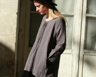 Grey simple linen tunic with pockets and lace trims, delicate seam detail, everyday linen top