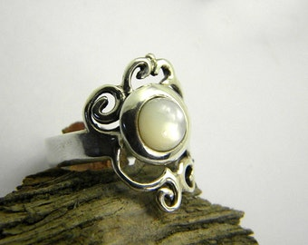 Silver lace ring mother of pearl cut out ring Filigree sterling silver ring size 8, white stone ring, mother of pearl artisan jewelry