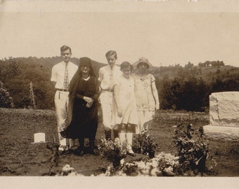 Graveside Mourners- 1920s Antique Photograph- Widow in Black- Mourning Dress- Cemetery Photo- Funeral Flowers- Found Photo- Paper Ephemera