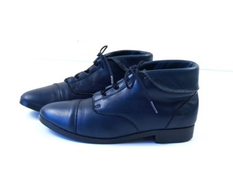 vtg 80s LACE UP navy blue leather Ankle BOOTS flats 6 boho oxfords cuff grunge brogues preppy