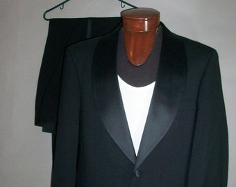 Mens Tux // BILL BLASS // Two Piece Formal Tuxedo // Prom // Party // Wedding...medium-large