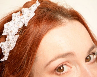 White lace bridal hair comb - Swarovski pearls embroided