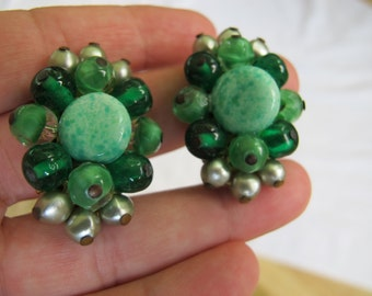 Vintage green glass bead cluster earrings /  Freirich bead and brass clip on earrings